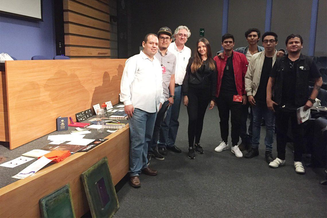 Los ponentes acompañados de Luis Jaime Lara, presidente de CODIGRA y algunos alumnos.