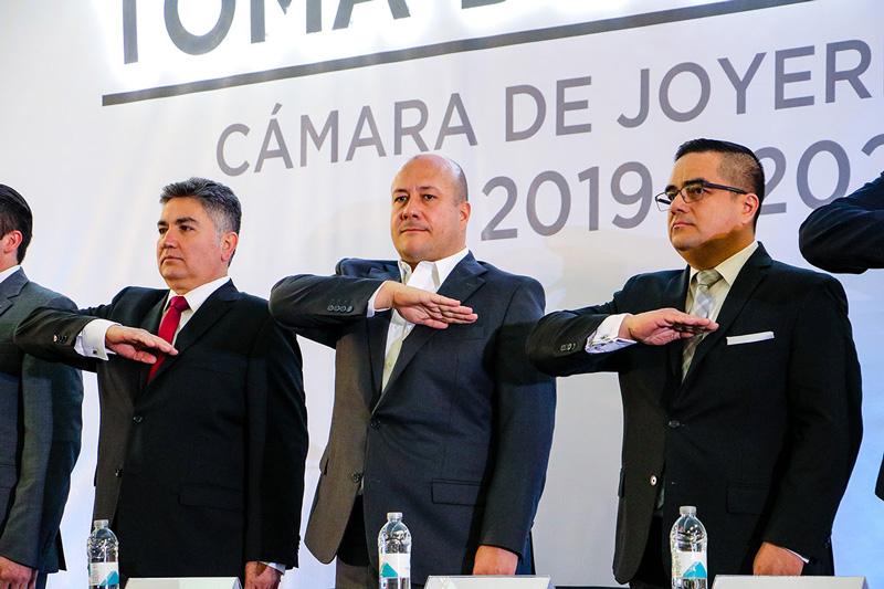 f126eee4690c Sergio González Velasco es el nuevo presidente y toman protesta para el  ciclo 2019-2020 ante autoridades estatales y federales. · Expo JOYA cumple  66 ...